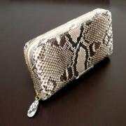 蛇革メガ財布